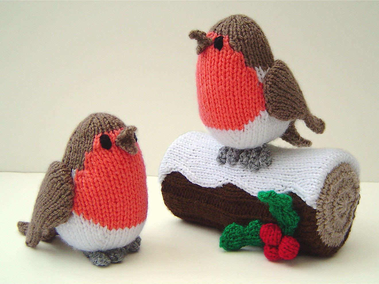 How to make a christmas yule log decoration - Knitted Robins And Yule Log